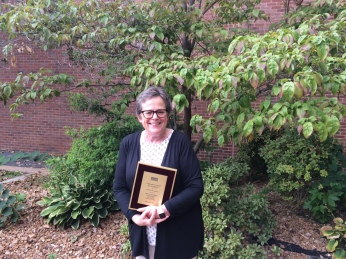 Dr Parker receives the Chancellor's Award for Excellence in Research and Creativity (Photo: P. Zahn)